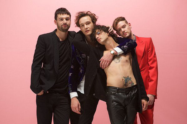 The 1975 estrenó el video retro de su single «Me & You Together Song»