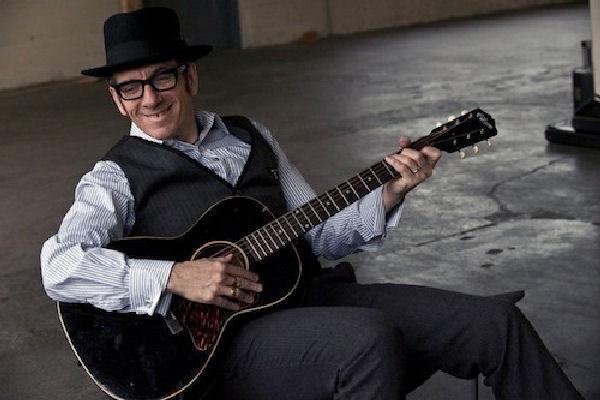 Elvis Costello publicará en octubre su álbum «Hey Clockface»