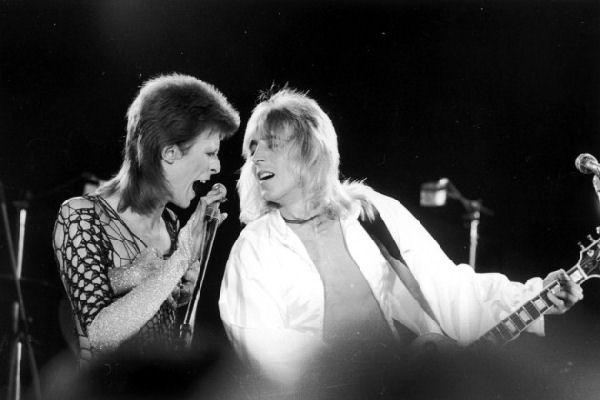 Hoy cumpliría 70 años Mick Ronson, la «araña» de pelo platinado