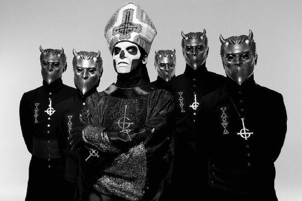 Exguitarrista de Ghost dice que Papa Emeritus quiere convertir al grupo en un «proyecto solista»
