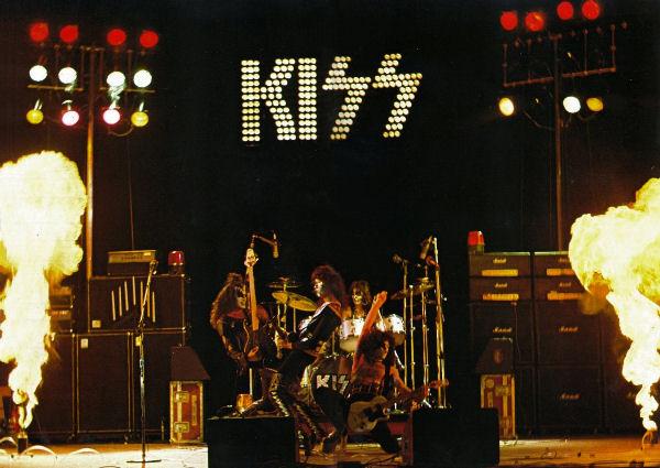 Hace 41 años, Kiss publicaba «Alive!», su álbum en vivo (y retocado)