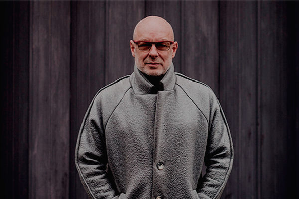 Brian Eno llega por primera vez a Buenos Aires, para montar «77 Million Paintings» y «The Ship»
