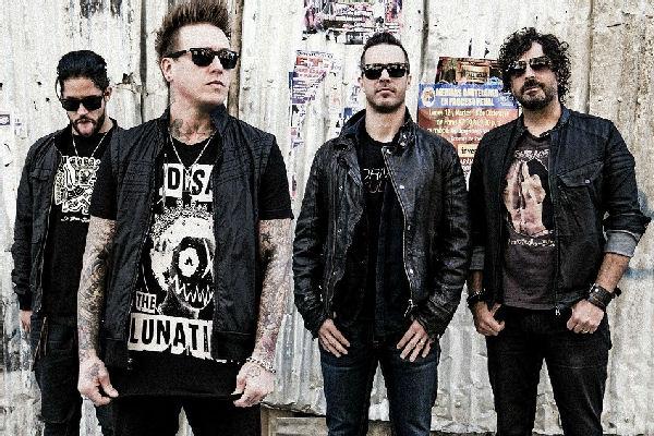 Papa Roach adelanta su próximo álbum con el single «Help»