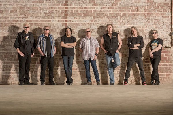 Kansas publica un álbum en vivo y lo adelanta con «Dust in the Wind»
