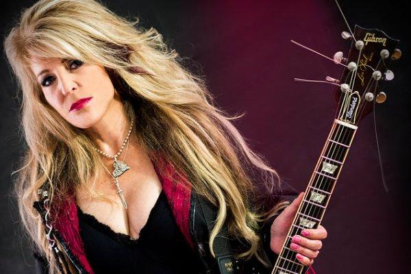 Janet Gardner, cantante de Vixen, se recupera después de una cirugía de emergencia