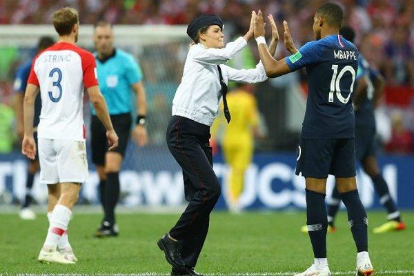 Pussy Riot se adjudica la invasión del campo de juego en la final de la Copa del Mundo