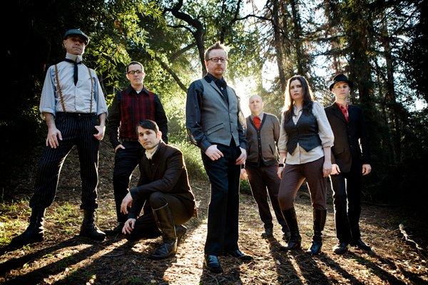 La banda irlandesa-estadounidense Flogging Molly llega por primera vez a la Argentina