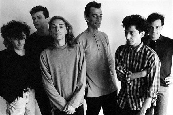 Reeditan «Virus: una generación», biografía de la banda que refleja «la Argentina de los 70 y 80»