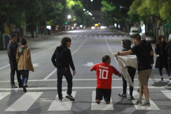 Andrés Calamaro presentó el clip de «Tránsito lento», con dirección de Luis Ortega