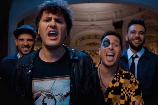 Los Caligaris presentan el videoclip de «Queda en esta noche», su colaboración con Andrés Ciro Martínez