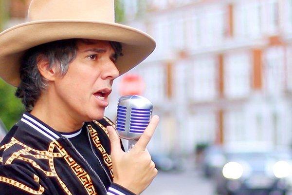 """Maxi Trusso estrenó el single con influencias mexicanas """"Red and Cross"""""""