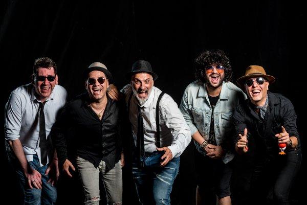Los Mentidores presentan su nuevo disco, «Tipos Serios»