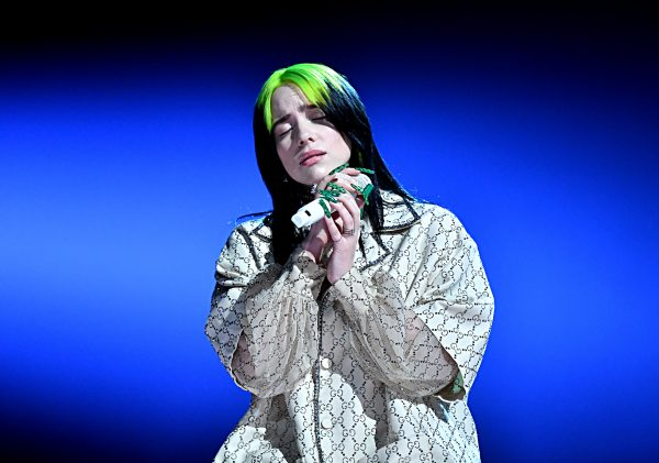 Billie Eilish estrenó «No Time to Die», el tema central de la próxima película de James Bond