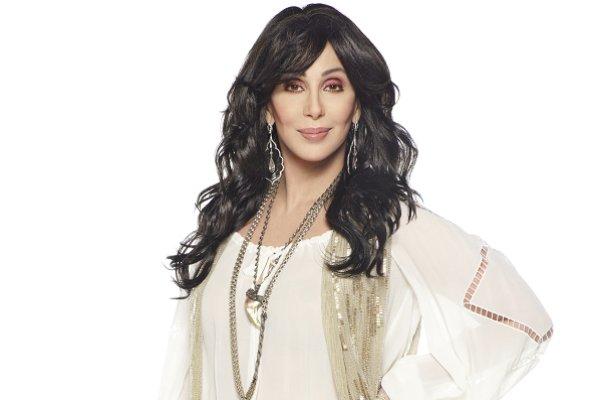 Cher versiona el clásico de ABBA «Chiquitita» en español, a beneficio de UNICEF