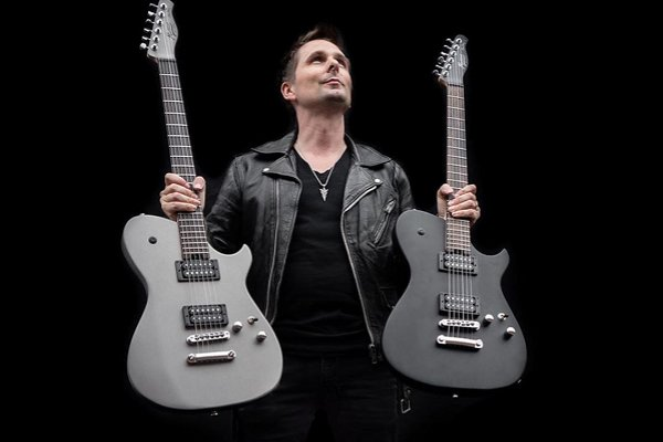 El cantante de Muse, Matt Bellamy, refleja la cuarentena en «Tomorrow's World»