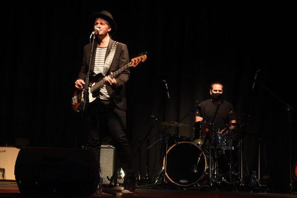 Con un show de Tiago y Los Pájaros, la música en vivo volvió a Rosario, pero sin público