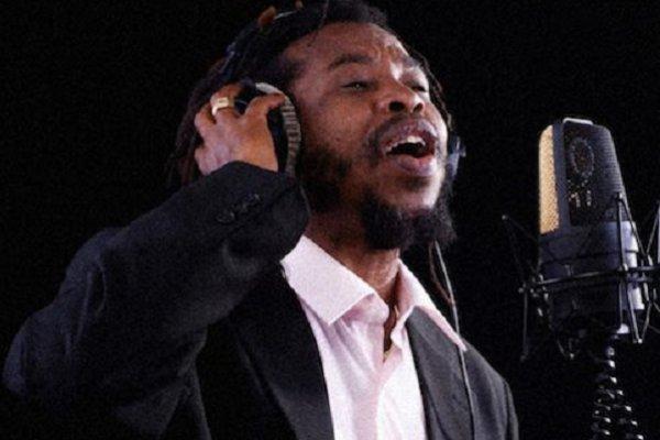El jamaiquino Pinky Dread versionó en inglés «Un Beso y Una Flor», clásico de Nino Bravo