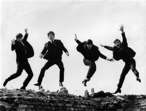 Falleció Fiona Adams, la fotógrafa que capturó a los Beatles en pleno ascenso