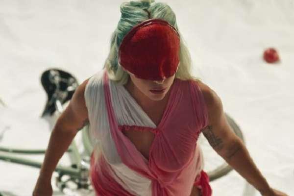 Lady Gaga estrenó el videoclip de «911»