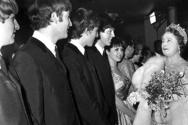 Cuando la Reina cayó rendida a los pies de Los Beatles