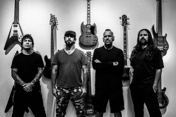 El supergrupo De La Tierra vuelve al ruedo con su primer single en cuatro años