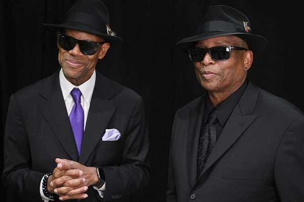 Tras 40 años como productores, Jimmy Jam & Terry Lewis debutan como intérpretes con el single «He Don't Know Nothin' Bout It»