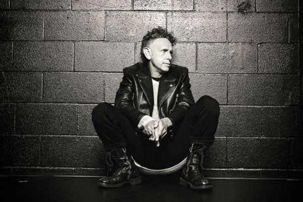 Martin Gore, integrante de Depeche Mode, presenta su tema solista «Howler»