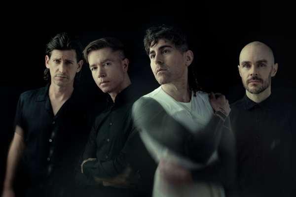 AFI comparte dos nuevas canciones, incluida una coescrita con Billy Corgan