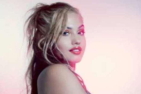 La cantante británica Mabel regresa con el single «Let Them Know»