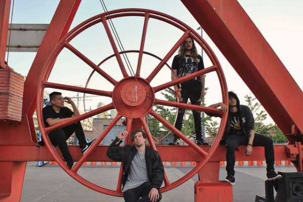 Reverb lanza su álbum debut, «Emerger», atravesado por el rock y la canción