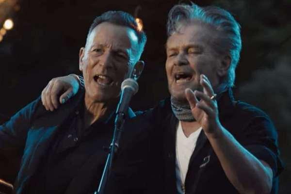 John Mellencamp y Bruce Springsteen se unen por primera vez en la nueva canción «Wasted Days»