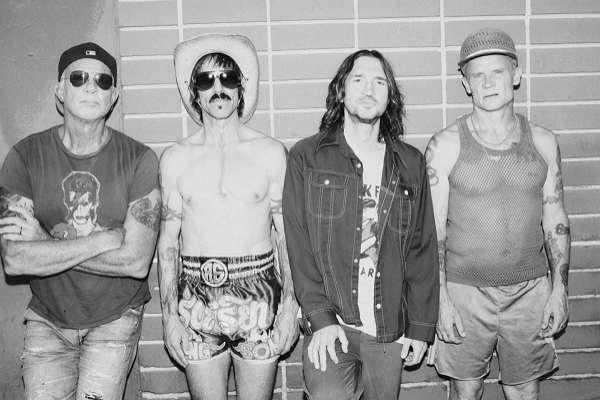 Los Red Hot Chili Peppers tienen casi terminado su nuevo álbum: «Es diferente y nuevo»